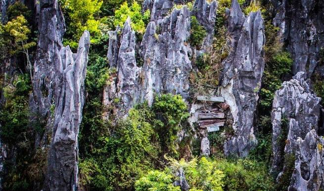 Echo Valley in Sagada-Boracay Tour